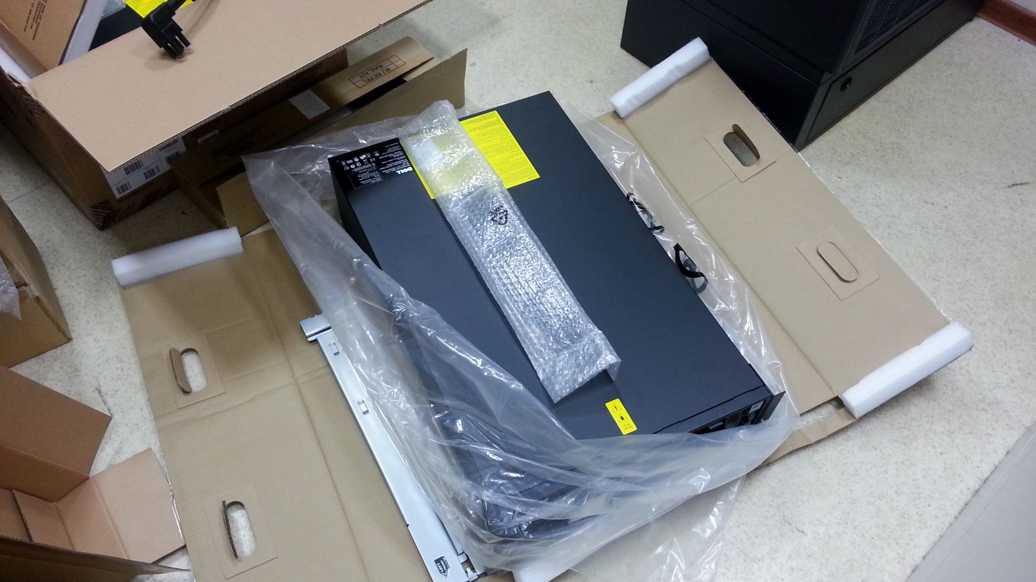 Dell Rack UPS 5600W unboxing